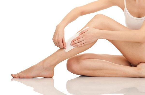 Wax lông chân giúp tẩy tế bào chết hiệu quả