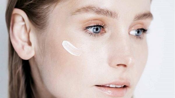 Kem chống nắng rất quan trọng giúp bảo vệ da khỏi ánh nắng mặt trời