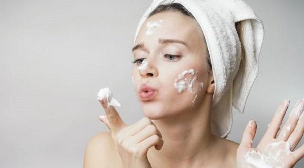Rửa mặt là cách loại bỏ bụi bẩn cần thiết