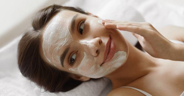 Cách làm da đẹp tự nhiên với quy trình chăm sóc da tối giản nhất