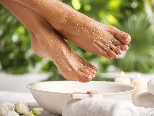 Tẩy da chết ở gót bàn chân ngay với 6 công thực cực dễ