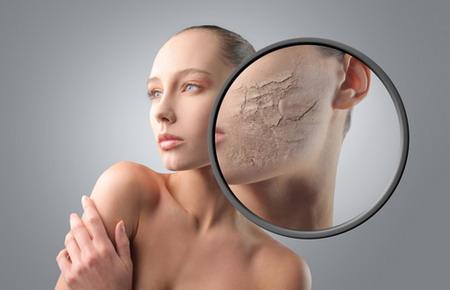 Những người sở hữu làn da khô thường thường có nét già hơn những người da thường và da dầu