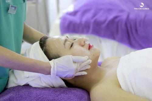 Da trở nên trắng sáng, khỏe mạnh và trẻ hóa nhờ liệu pháp chăm sóc da mặt với vitamin C.