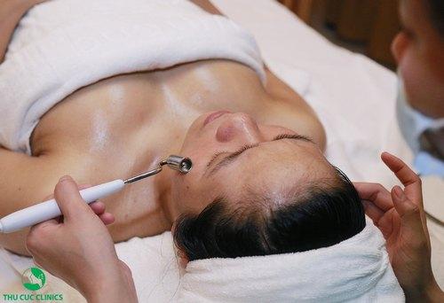 Chăm sóc da với vitamin E phù hợp với da khô, có dấu hiệu lão hóa.