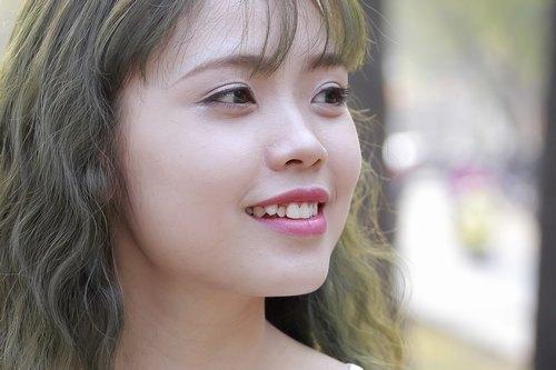 Đôi mắt sáng khỏe, tươi trẻ rạng rỡ sau khi trải nghiệmliệu pháp chống lão hóa và làm sáng vùng mắt tại Thu Cúc Clinics.
