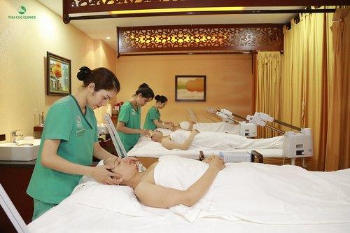 Các động tác massage giúp tăng cường hiệu quả trẻ hóa da vùng cổ bằng mặt nạ vi tảo