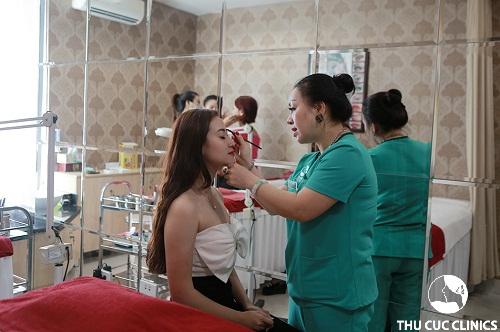 Đào tạo dạy nghề phun xăm tại Thu Cúc Clinic chuyên nghiệp với chi phí thấp nhất có thể