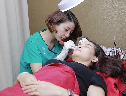 Đào tạo dạy nghề phun xăm tại Thu Cúc Clinic chuyên nghiệp với chi phí thấp nhất có thể.