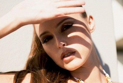 Bảo vệ da tránh ánh nắng mặt trời trong quá trình xóa chàm bẩm sinh