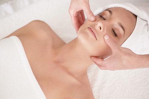 Chăm sóc da bằng mỹ phẩm sạch