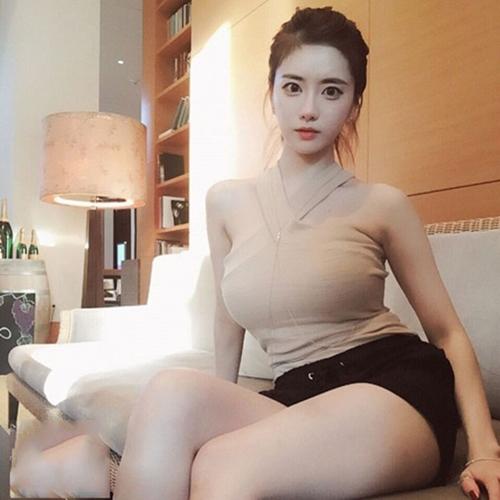 Hot girl Yuki Han