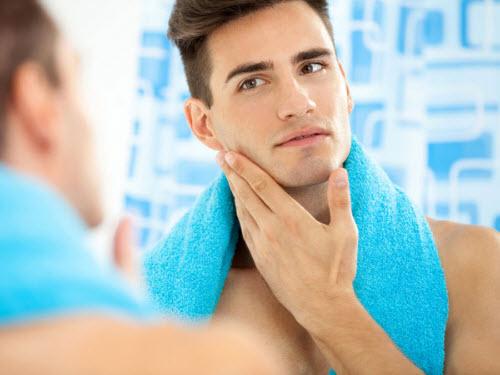 Cạo râu thường xuyên để tránh tình trạng mụn