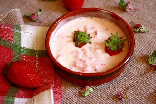 Mặt nạ sữa chua, dâu tây và chanh tươi giúp làn da trắng hiệu quả