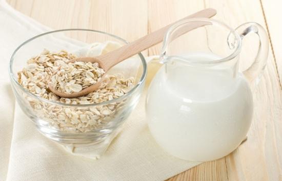 Để làn da luôn trơn mướt, trắng hồng, hãy sử dụng hỗn hợp tắm trắng yến mạch sữa tươi đều đặn