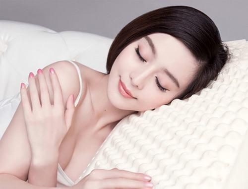 Ngoài khả năng điều trị mụn, công nghệ Blue Light còn giúp tái tạo và mang đến làn da sáng hồng, mịn màng hơn rất nhiều.