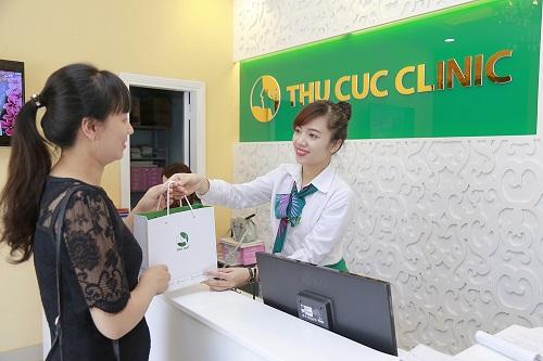 Khách hàng Thu Cúc Clinics được nhận những ưu đãi và quà tặng hấp dẫn khi tới điều trị mụn.