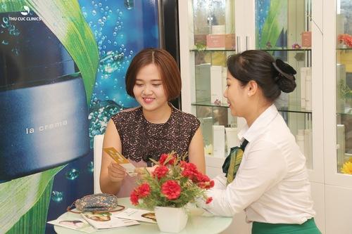 Khách hàng sở hữu làn da thâm sạm cần được cung cấp hoạt chất vitamin C
