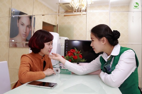 Liệu pháp mặt nạ trẻ hóa trắng hồng phù hợp với khách hàng có làn da thâm sạm kém sức sống