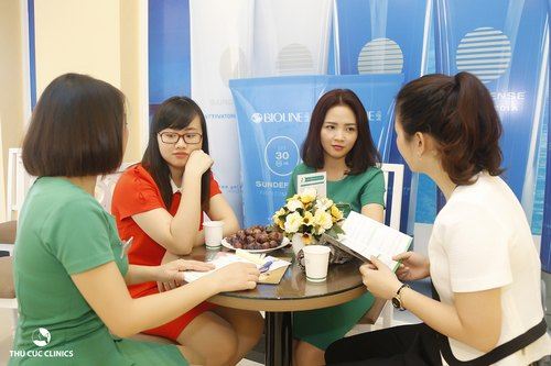 Rất nhiều chị em quan tâm đến dịch vụ tắm trắng bằng cám gạo ngọc trai tại Thu Cúc Clinics.