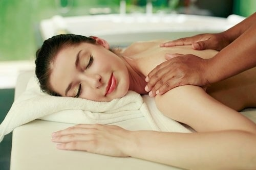 Tẩy da chết và thư giãn cơ thể bằng