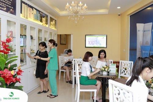 Thu Cúc Clinic Tây Sơn luôn nhộn nhịp khách hàng đến làm đẹp.