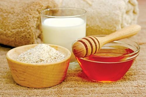 Bột yến mạch, sữa chua hay mật ong đều là những nguyên liệu tuyệt vời cho làn da.