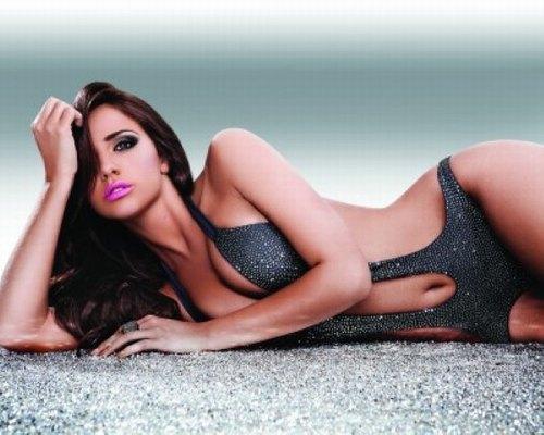 Nhu cầu waxing tẩy lông vào mùa hè rất lớn, khi mà những chiếc bikini quyến rũ lên ngôi.