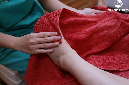 Tẩy da chết thường xuyên giúp đôi chân mịn màng khỏe khoắn