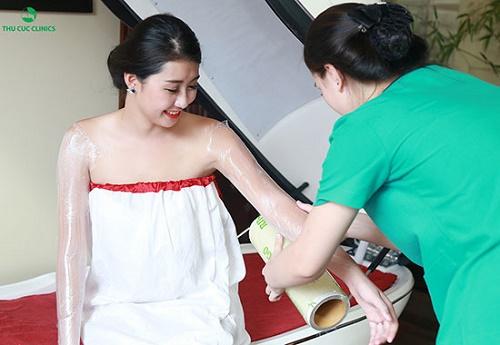 Tắm trắng phi thuyền tại Thu Cúc Clinics đem lại kết quả vượt trội, giúp loại bỏ lớp da xỉn màu.