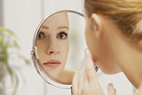 Da nhờn là loại da thường bị mụn ghé thăm