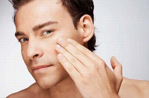 Tẩy da chết có tác dụng làm cho việc tái tạo da mới được thực hiện nhanh hơn