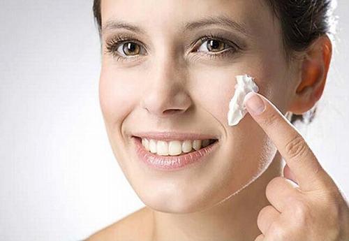 Cung cấp độ ẩm cho da sau khi tẩy tế bào chết là điều vô cùng cần thiết.