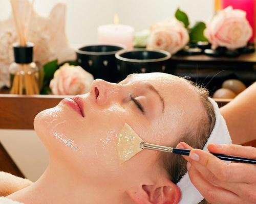 Tẩy da chết giúp làm thông thoáng các lỗ chân lông, giúp làn da mịn màng và tươi sáng tự nhiên.