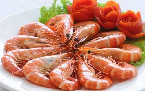 Ăn nhiều tôm gây tích tụ i ốt, gây nóng trong và dễ nổi mụn da mặt