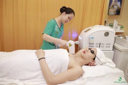 Thu Cúc Clinics đang áp dụng triệt lông nách bằng công nghệ Laser Diode giúp loại bỏ vilong hiệu quả lên tới 95%.