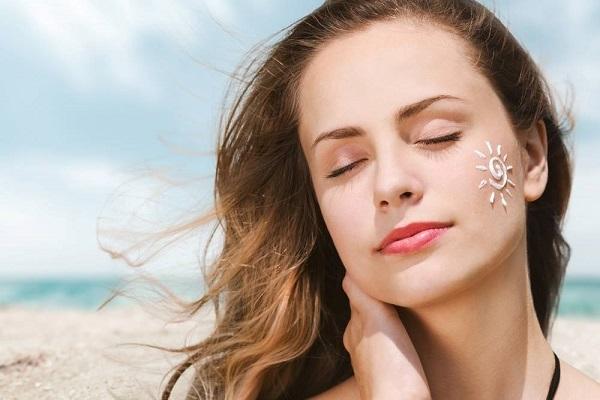 Thuốc trị mụn khiến da nhạy cảm hơn với ánh nắng mặt trời