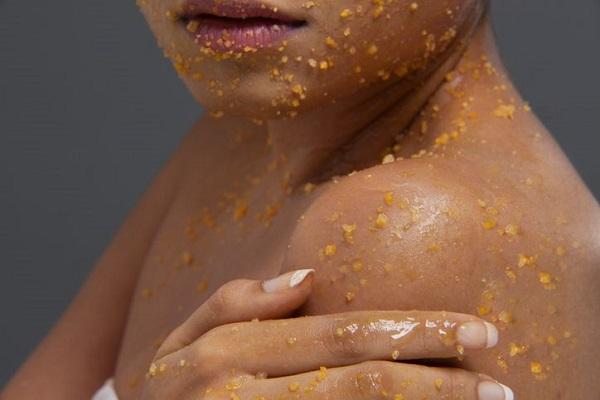 Dùng đường và mật ong tẩy tế bào chết cho cơ thể