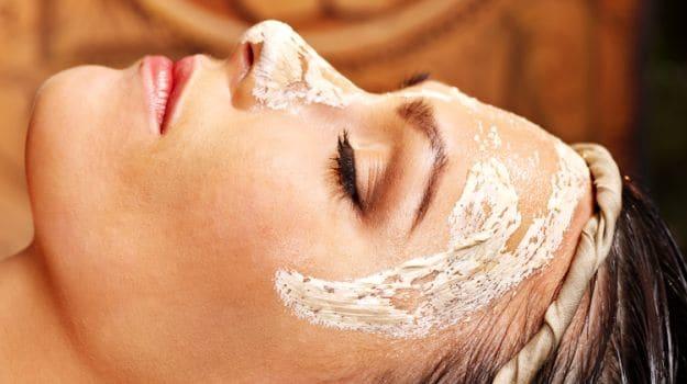 Đắp mặt nạ đều đặn hàng tuần là cách làm đẹp da hiệu quả, giúp da khỏe mạnh hơn