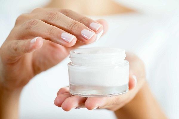 Cách thoa kem dưỡng da mặt đúng nhất