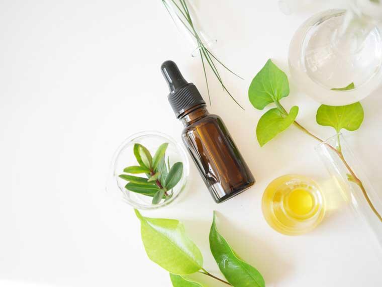 Sử dụng serum để điều trị các vấn đề về da vào ban đêm