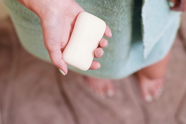 Chỉ dùng xà phòng để tắm mỗi ngày là không đủ để chăm sóc da cơ thể