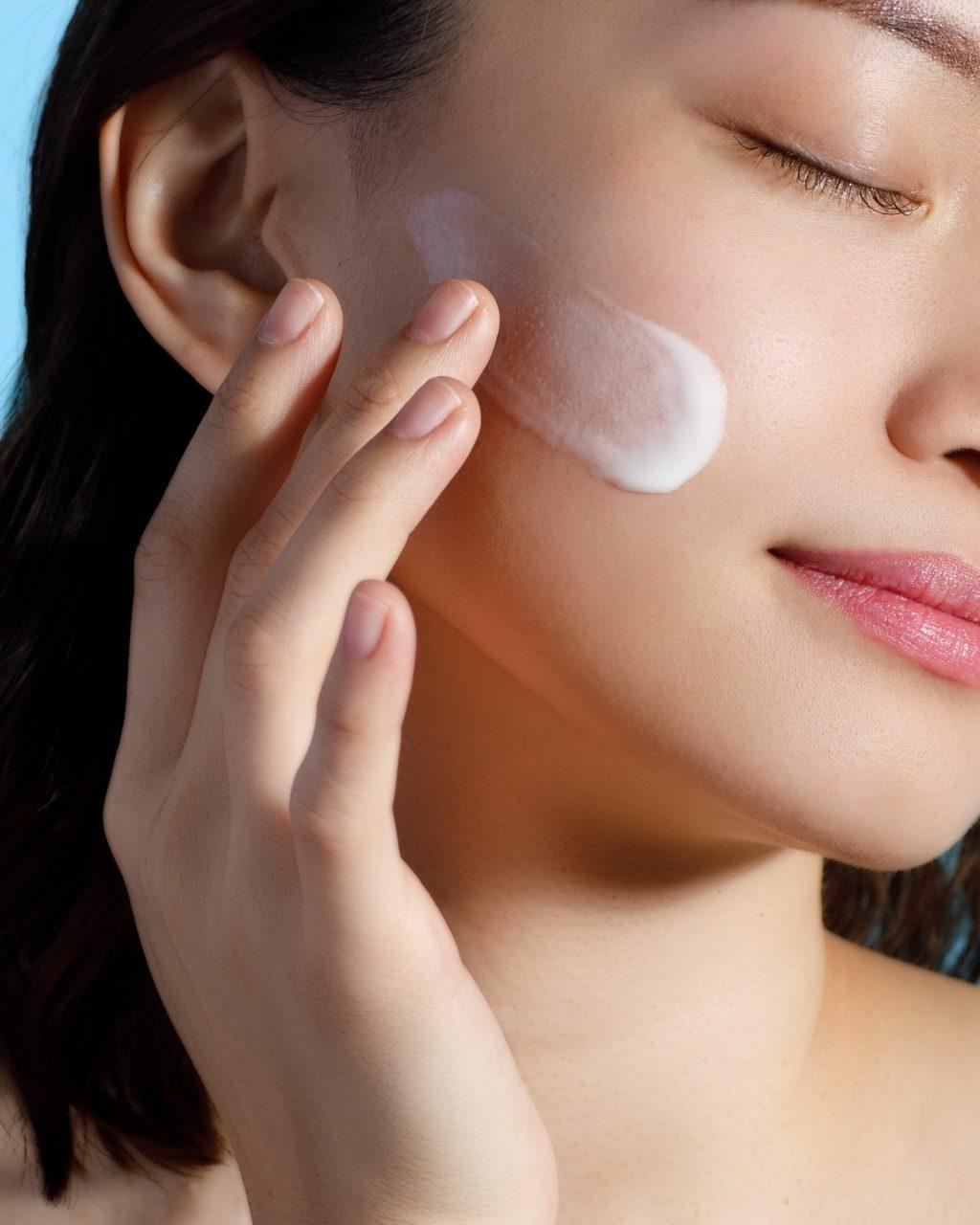 Thoa kem dưỡng da mặt là cách bảo vệ da tốt nhất