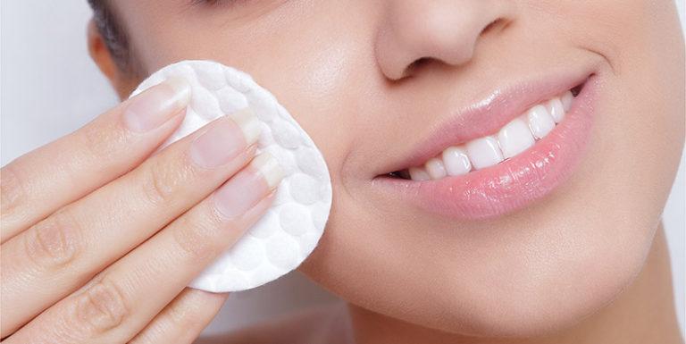 Chăm sóc da với toner giúp loại bỏ hoàn toàn cặn sữa rửa mặt và bụi bẩn khỏi da
