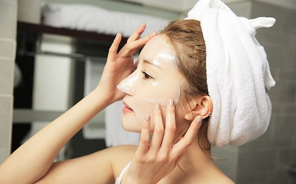 Đắp mặt nạ giấy cho da mỗi tuần để tăng cường độ ẩm