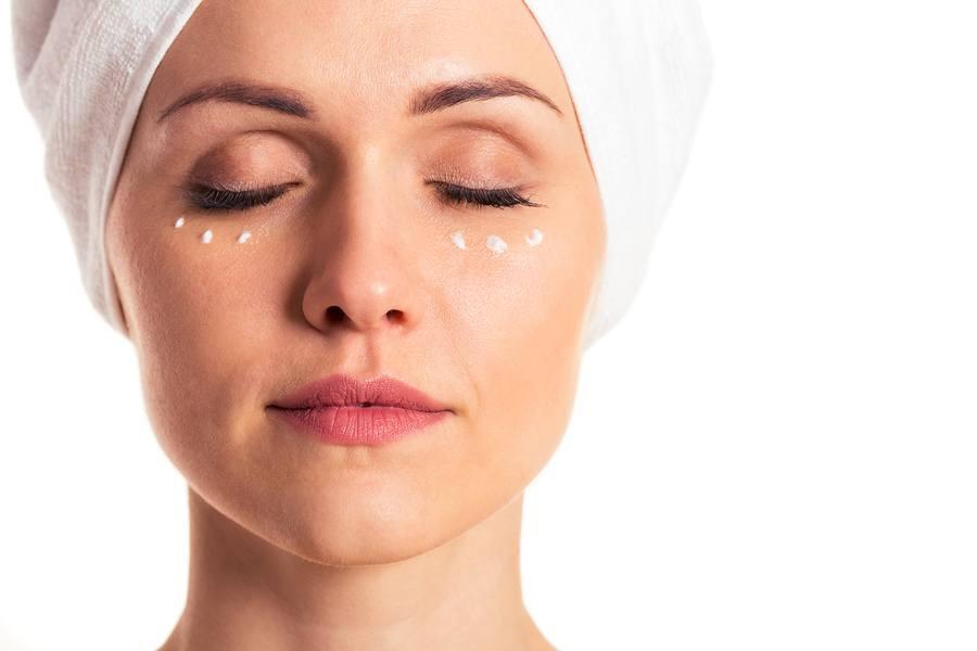 Kem dưỡng cho vùng mắt luôn là loại kem đặc trị.