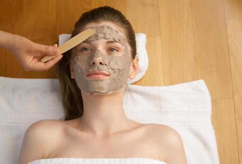 Đắp mặt nạ hàng tuần hỗ trợ và cung cấp dưỡng chất cho da