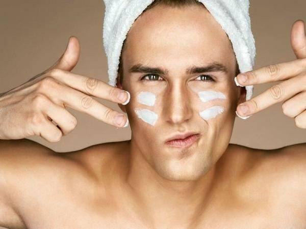 Người đàn ông quan tâm làm đẹp da mặt thể hiện sự cẩn thận, tôn trọng người đối diện và quan tâm chăm sóc chính bản thân mình.