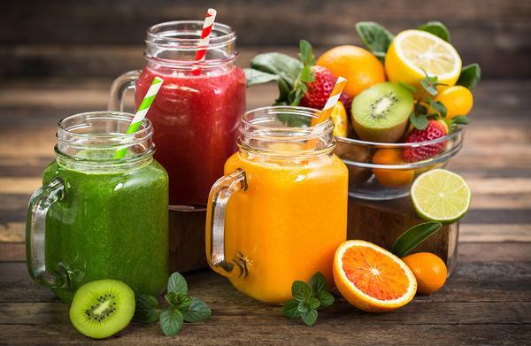 Một chế độ ăn uống nhiều hoa quả là cách chăm sóc da mặt bị mụn thông minh