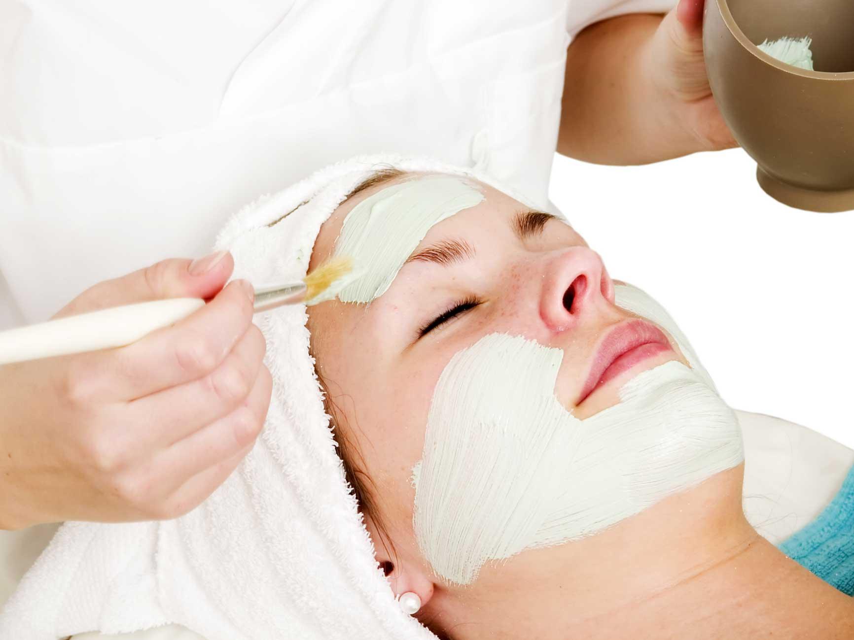Đắp mặt nạ là một trong các bước chăm sóc da mặt đúng cách, quan trọng, cung cấp lượng dưỡng chất cho da phục hồi.