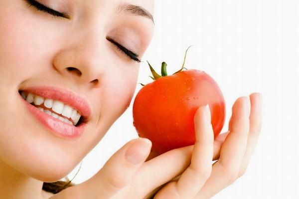 Cách trị quầng thâm mắt hiệu quả với cà chua